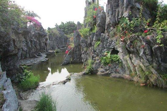 Splendid China Park: Miniature of the Three Gorges Dam