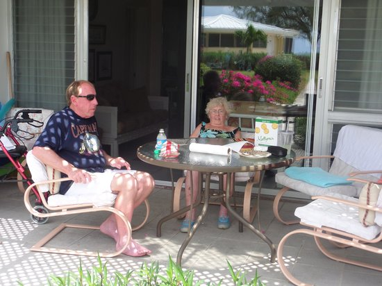 Harbour Heights : Relaxing on the patio having coffee
