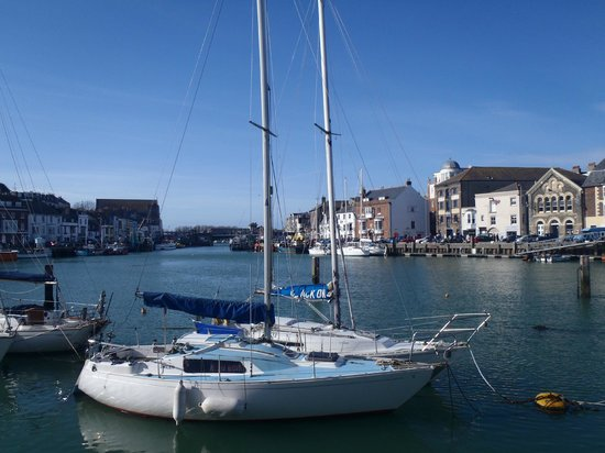 Acqua Beach Weymouth: Harbour