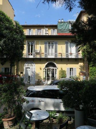 Hotel Villa Liana : Arrière de l'hôtel