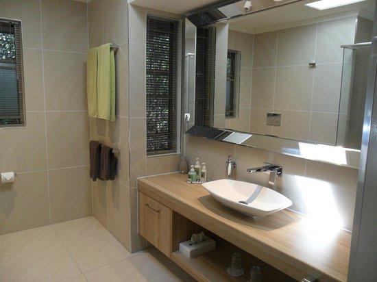 Narrows Escape Rainforest Retreat : Bathroom