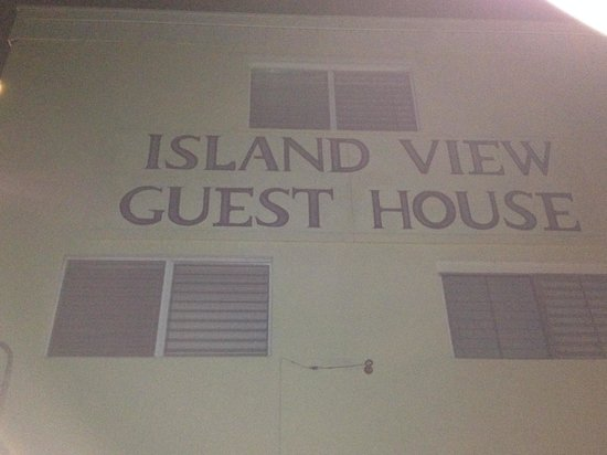 Island View Guest House: Exterior Wall let you know you have arrived