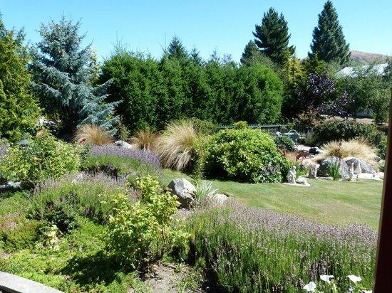 Freda du Faur House B&B: Beautiful gardens