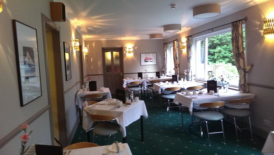 The Loch Leven Hotel : the newly decorated resturant, with stunning views whilst you dine