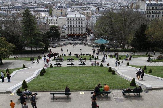 Basilique du Sacré-Cœur de Montmartre : a view from the top of the park