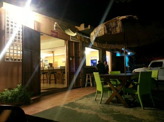 La Gran Parada's patio and bar (at night)