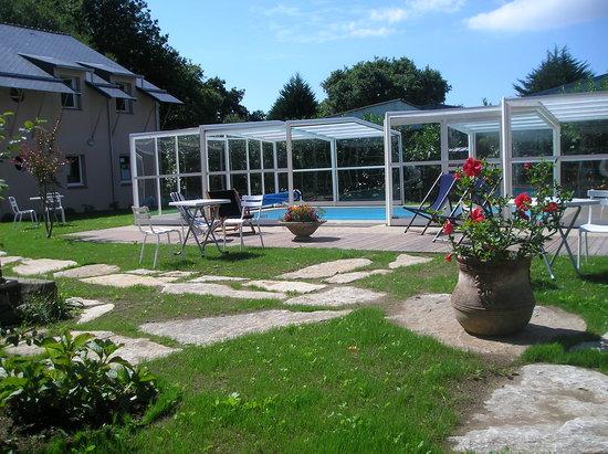 Les Appartements Relais de Kergou : la piscine du Relais de Kergou***