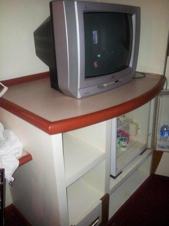 Bavana Hotel: Unbrauchbarer Fernseher