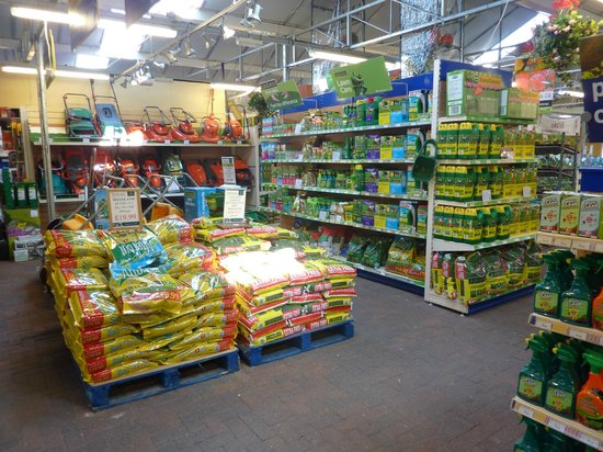 Hetland Garden Centre: Lawn Feed and Lawnmowers