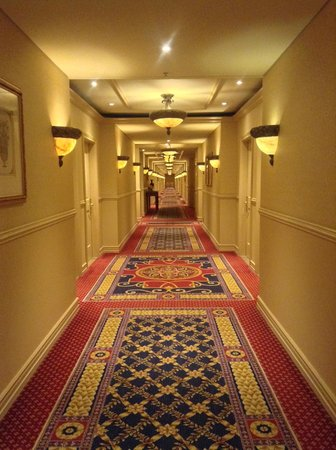 Peermont D'oreale Grande at Emperors Palace: the hallway to our room