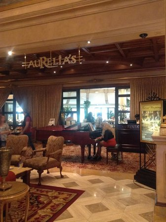 Peermont D'oreale Grande at Emperors Palace : Pianist playing in front of Aurelia's Restaurant