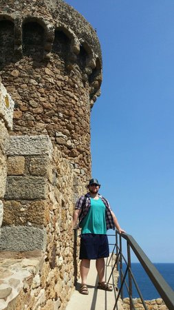 Castillo de Tossa de Mar: Jon by the North battlements