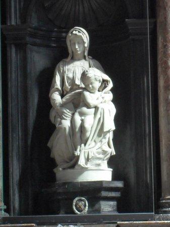 Iglesia de Nuestra Señora (Onze Lieve Vrouwekerk): Мадонна Брюгге