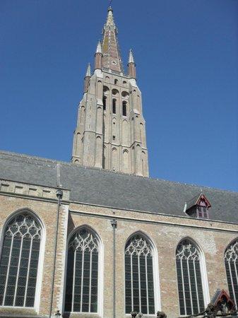 Iglesia de Nuestra Señora (Onze Lieve Vrouwekerk): Боковой фасад