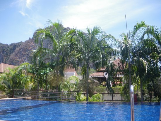 Aonang Cliff Beach Resort: la piscine
