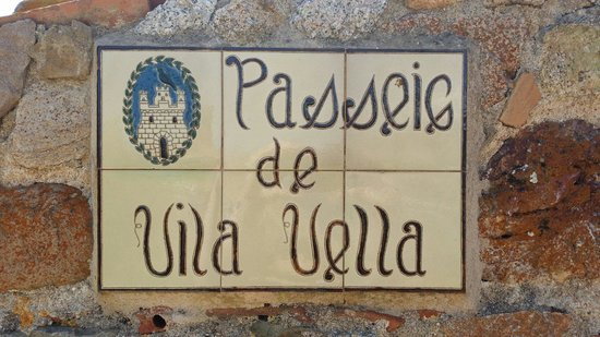 Vila Vella (Old Town): Sign welcoming you to the old town