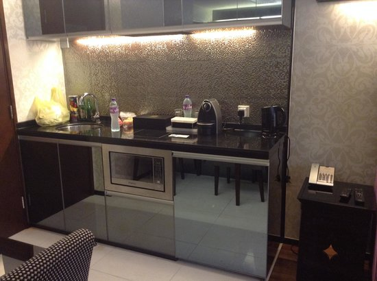 The Mercer Hong Kong: kitchenette in suite