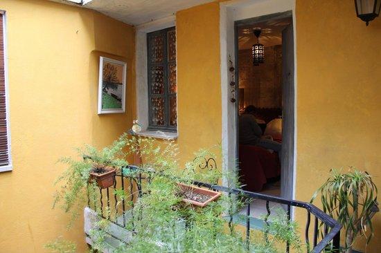 La Banasterie : Petite terrasse devant la chambre