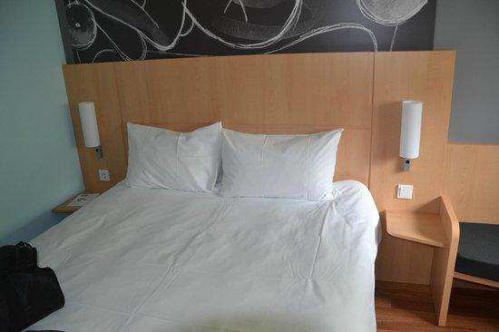 Ibis Berlin Kurfurstendamm: Bett groß genug für zwei :-)