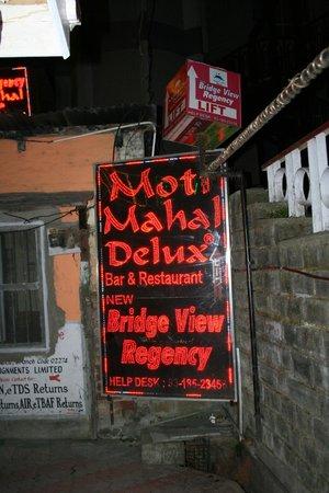 Bridge View Regency: HONEY MOONERS ENJOYING THE DINING