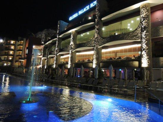 Gloria Palace Royal Hotel & Spa: Poolen på kvällen.