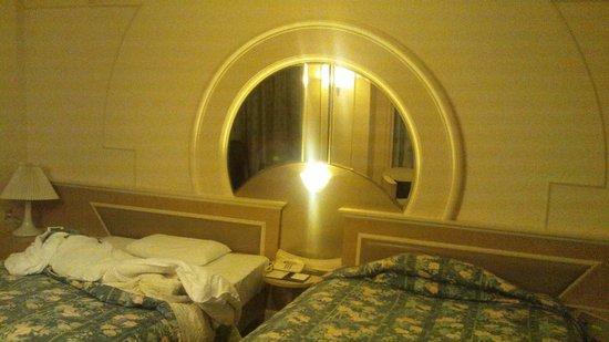 Mitsui Garden Hotel Chiba: スイート、寝室ベッド