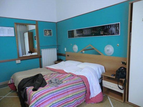 Hotel Roseto: Camera/letto