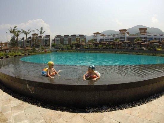 Angsana Lang Co: Kids at the main pool
