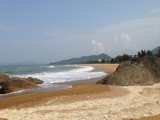Angsana Lang Co: Beach view