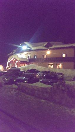 Hotel Adamello: Hotel at night