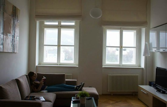 Bohemia Apartments Prague Old Town: Very light and airy, (with amazing heating if cold) room