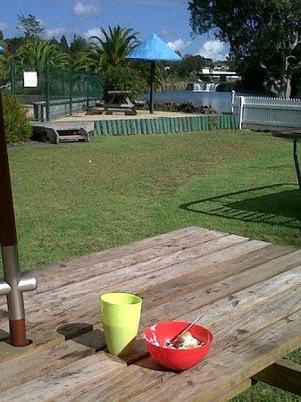 Haruru Falls Resort: Breakfast