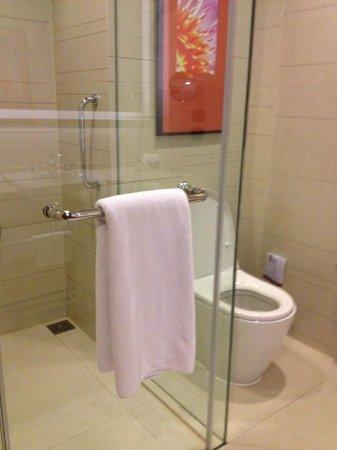 Eastin Grand Hotel Sathorn: Banheiro
