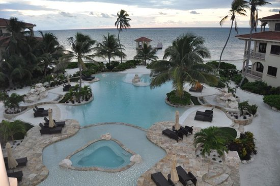 Coco Beach Resort: Condo Balcony view of Pool/Hot Tub and Caribbean Sea