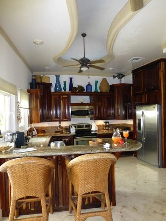 Coco Beach Resort: Condo Kitchen-Dining Area