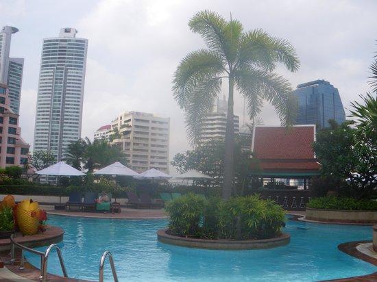 Hotel Windsor Suites & Convention Bangkok: la piscine