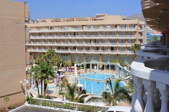 Cleopatra Palace Hotel: Вид на бассейн.