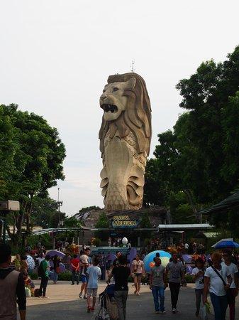 Hard Rock Hotel Singapore : Giant Merlion Sentosa