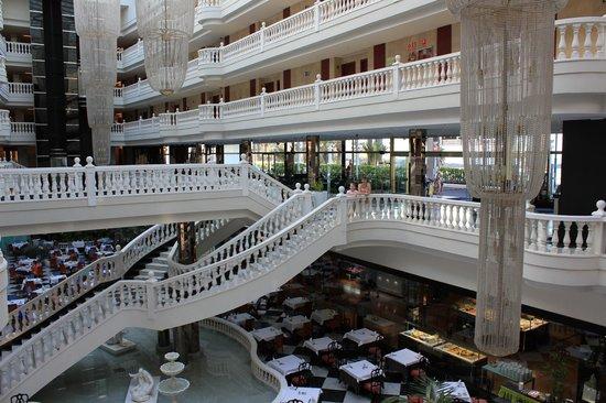 Cleopatra Palace Hotel: Холл отеля.