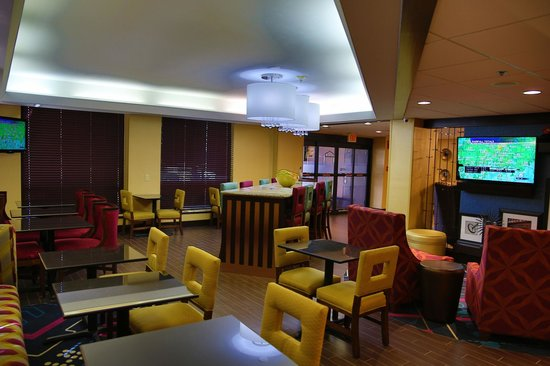 The Walnut Hotel Dallas I-35 North: Lobby Area