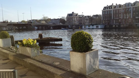 InterContinental Amstel Amsterdam : Sitting area outside pool