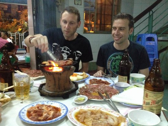 Lac Canh Restaurant : Could do with a bigger barbecue.