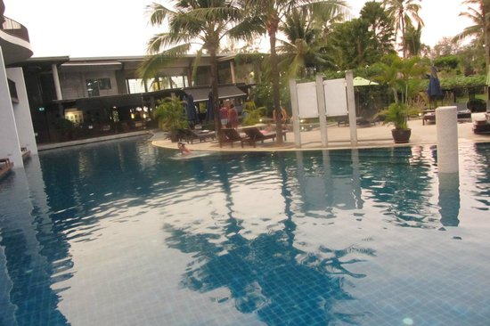 Holiday Inn Resort Krabi Ao Nang Beach : Piscinas