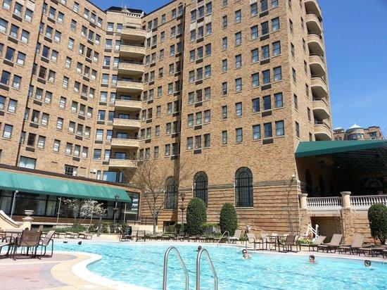 Omni Shoreham Hotel: pool