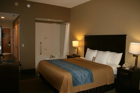 Comfort Inn & Suites Cookeville: Jacuzzi King Suite