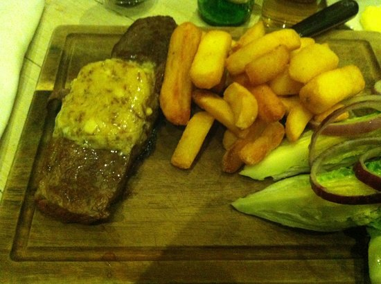 Watergate Bay Hotel : Gorgeous piece of steak with fluffy chips