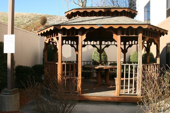Comfort Inn & Suites Cookeville: Relax in our Gazebo