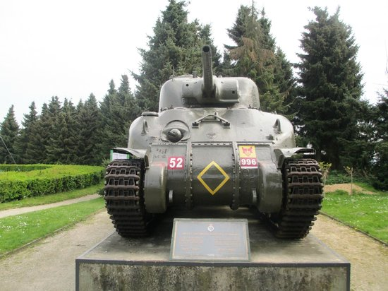 National Liberation Museum 1944 - 1945: Tank outside the museum