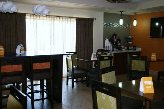 Comfort Inn & Suites Cookeville: Breakfast