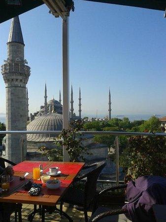 Ambassador Hotel: Roof terrace --> Blue Mosque